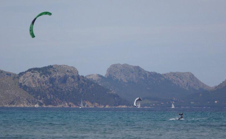 3-lecole-de-kitesurf-a-Majorque-apprendre-aver-kitesurfingmallorca-com-Sofie-etude-kitesurf-technique-768x472