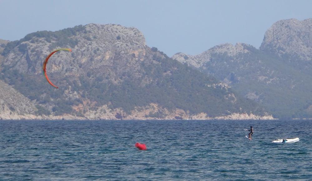 8-esta-hydrofoileando-kitesurf en-mallorca-kiteblog