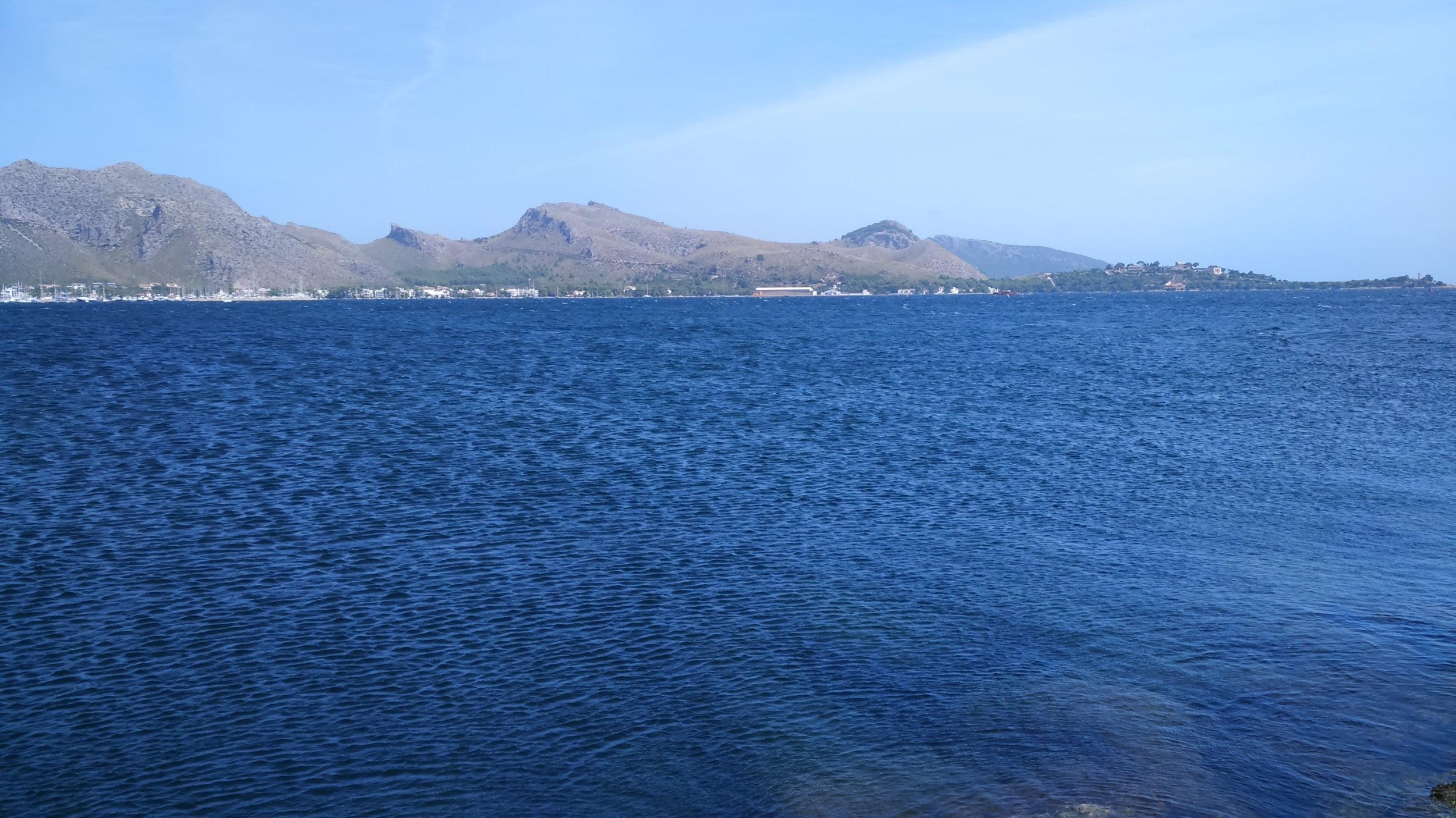 8 sous le vent depuis l'embarcadère de Llenaire en direction de l'hôtel Formentor - vent à Majorque direction sud