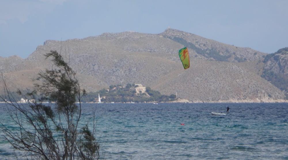 9-ta-gosando-kitesurfen-mallorca-escuela de kite