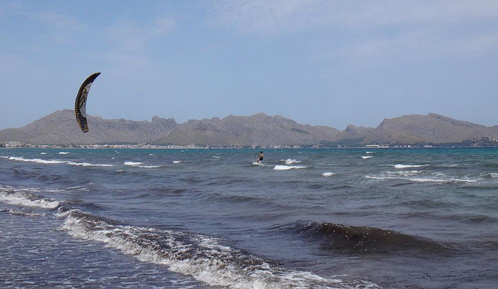1 playa de la Bahia de Pollensa kitesurfing escuela en Mallorca