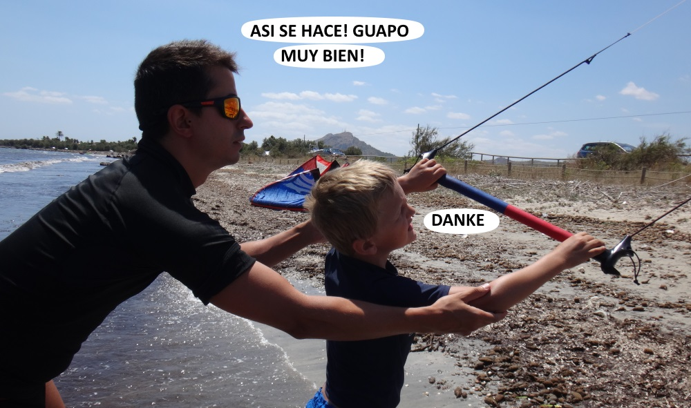 3 ayudando en la escuela de kitesurf - clases con niños