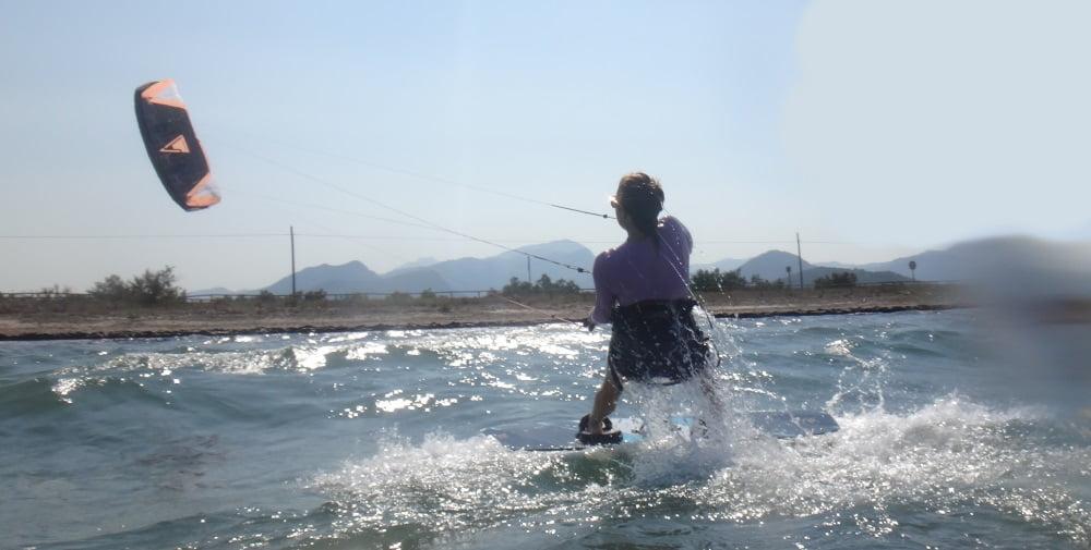 9-ahí-va-mi-protegida-kitesurf en la escuela de-mallorca
