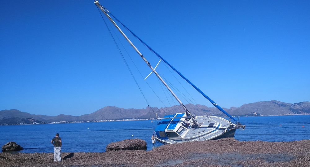 8-Mallorca-wind-during-the-storm-no-kitesurfing-lessons-this-days